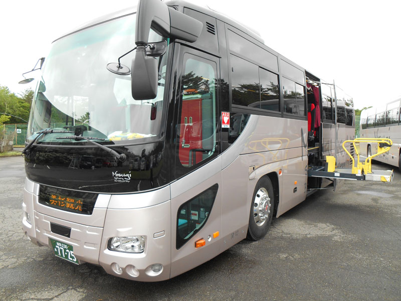 飯能市 観光バス 美杉観光バス 東京沖縄バス 大型55人乗り リフト付きバスの画像