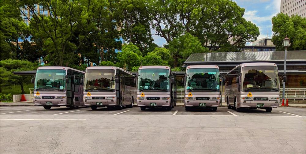 楠公駐車場でスクールバス整列!